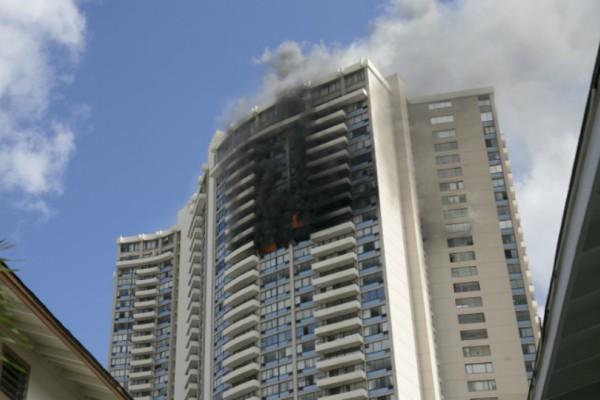 Πυρκαγιά σε πολυκατοικία 36 ορόφων στην Χονολουλού - Τουλάχιστον 3 νεκροί (Photos+video)