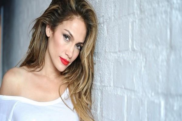 Το προκλητικό διάφανο φόρεμα της Jennifer Lopez που προκάλεσε πανικό! (Photo)