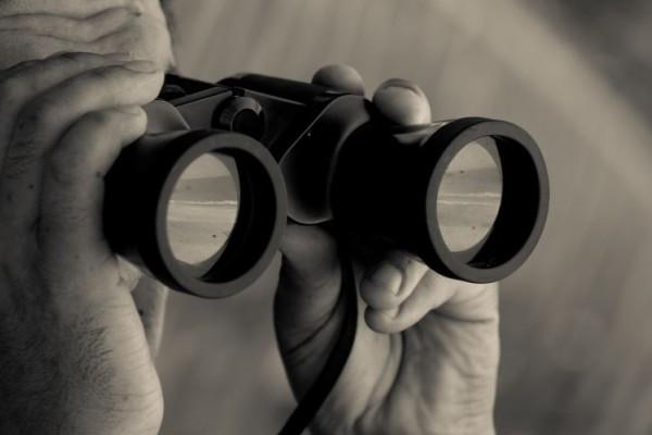 Νιώθεις ότι σε παρακολουθούν; Δεν έχεις άδικο! Δες τους 12 τρόπους που το κάνουν!