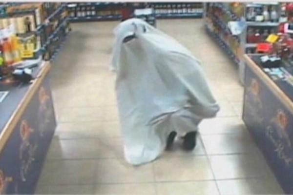 Απίστευτη ληστεία στην Κίνα: Ντύθηκε φάντασμα για να κλέψει (video)