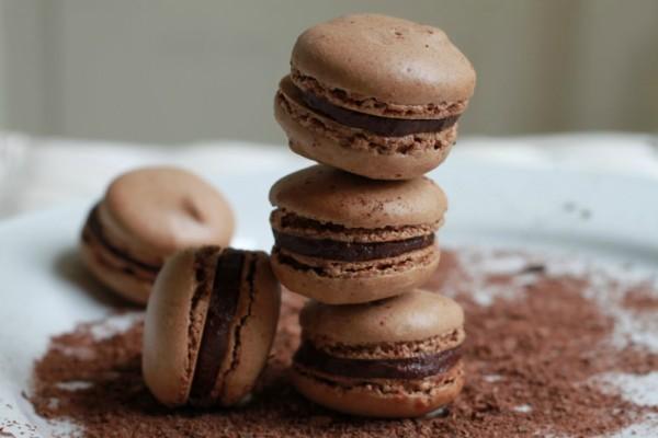 Μακαρόν με σοκολάτα: Πώς θα τα φτιάξεις μόνη σου!