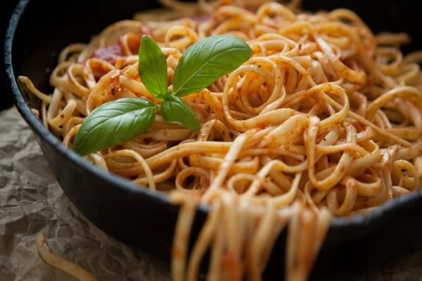 Μακαρονάδα στο τηγάνι: Ένας εναλλακτικός τρόπος για τους λάτρεις των ζυμαρικών! (Video)