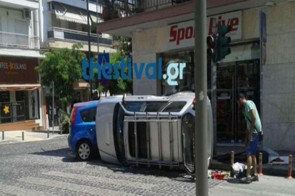 Αυτοκίνητο τούμπαρε στη μέση του δρόμου στη Θεσσαλονίκη! (Photo)