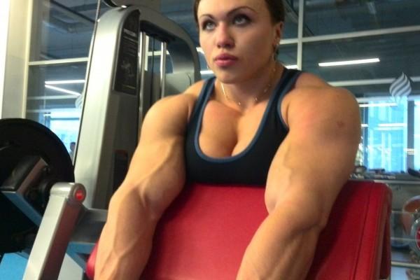 Αυτή η γυναίκα θυμίζει τον...Hulk: Δείτε φωτογραφίες και video με το απίστευτα γυμνασμένο σώμα της!