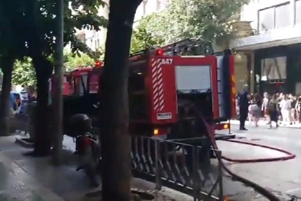 Πυρκαγιά σε σε πολυκατοικία στη Θεσσαλονίκη - Απεγκλωβίστηκαν πέντε άτομα! (video)
