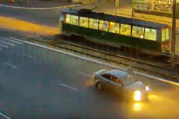 Σοκαριστικό βίντεο: Αυτοκίνητο χτυπά και εκσφενδονίζει γυναίκα 20μ. μακριά!