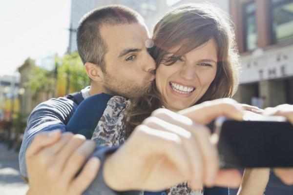 Απίστευτο: Έβγαζαν selfies με τα εσώρουχα μπροστά σε αρχαίο ναό στη Νεμέα!