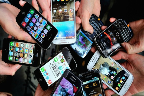 Άκρως χιουμοριστικό video παρουσιάζει πώς θα ήταν η ζωή μας χωρίς κινητά τηλέφωνα!