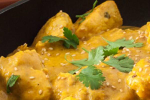Κοτόπουλο με κουρκουμά και μπανάνα μια απίστευτη ινδική συνταγή!