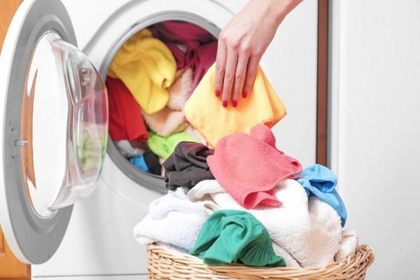 Φτιάξε με λιγότερο από ένα ευρώ τις δικές σου χρωμοπαγίδες για το πλυντήριο!