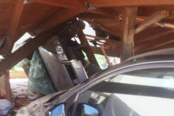 Χανιά: Αυτοκίνητο έπεσε από γέφυρα και... γκρέμισε ένα ολόκληρο σπίτι! (Photos)
