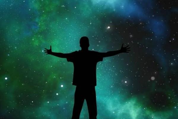 7 σημάδια που σας δείχνουν ότι το σύμπαν σας «καλεί» να αλλάξετε!