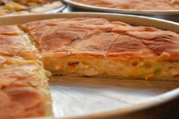 Απλή και πεντανόστιμη: Καλοκαιρινή πίτα με λαχανικά!