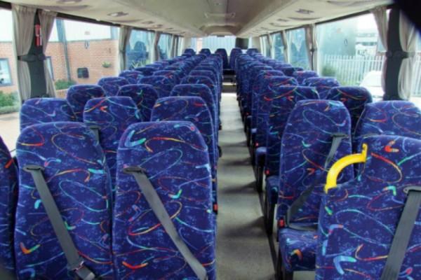 Αηδιαστικό! Εσείς ξέρετε τον λόγο που τα καθίσματα είναι χρωματιστά στα λεωφορεία; Αν όχι, μόλις μάθετε δεν θα ξανακαθίσετε!