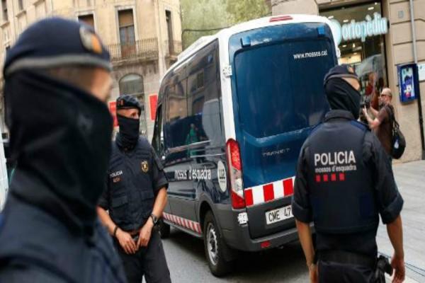 Η Ισπανία προειδοποιεί: Οι δράστες των επιθέσεων ίσως να διέφυγαν στην Γαλλία - Το όχημα που ξύπνησε υποψίες!