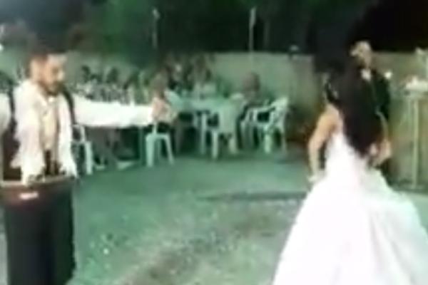 Κρήτη: Ζευγάρι χόρεψε σούστα στο γλέντι του γάμου τους και συγκίνησε τους καλεσμένους