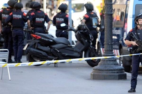 Τελευταία εξέλιξη: Νεκροί δυο δράστες από πυρά αστυνομικών στην Βαρκελώνη!