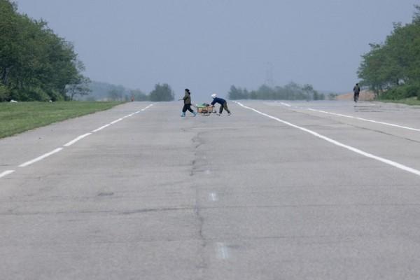 Αυτοκινητόδρομος που θυμίζει χώρα - φάντασμα! - Πώς είναι οι άδειοι δρόμοι της Βόρειας Κορέας; (Photo)