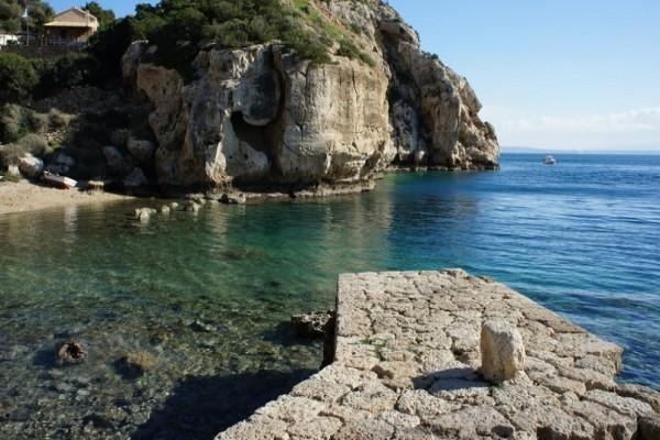 Ετοιμάσου για βουτιές: 3 απίθανες παραλίες μια ανάσα από την Αθήνα!