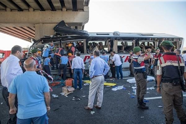 Τραγωδία στην Τουρκία: Πέντε νεκροί από πρόσκρουση λεωφορείου (Photo)