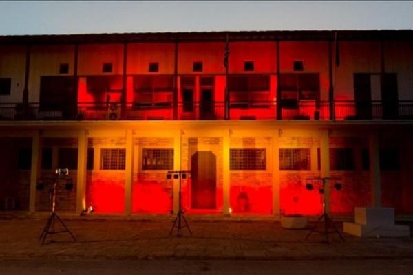 Βόλος: Στα χρώματα της ισπανικής σημαίας φωταγωγήθηκε το Δημαρχείο! (Photo)