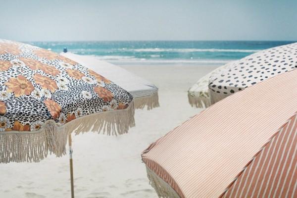 Τελικά η ομπρέλα θαλάσσης δεν μας προστατεύει και πολύ από την ηλιακή ακτινοβολία..