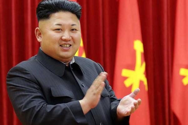 Το είδαμε και αυτό: Νεαρός έκανε τον Κιμ Γιονγκ Ουν στο κεφάλι του!