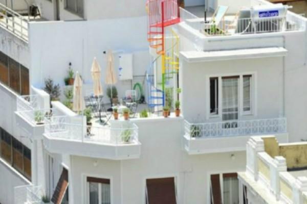 Είναι ίσως το πιο όμορφο & λιλιπούτειο διαμέρισμα του κέντρου της Αθήνας!Και είναι στο Μοναστηράκι!Δείτε το! (photos)