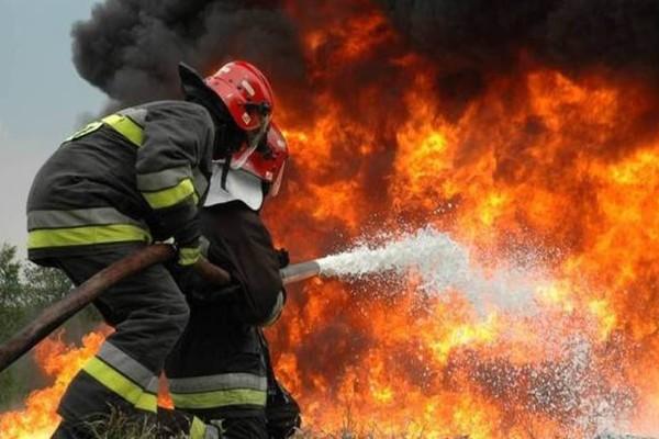 Συναγερμός ξανά στην Αχαΐα! Μεγάλη πυρκαγιά κοντά στη Μονή Αγίου Νικολάου Σπάτων