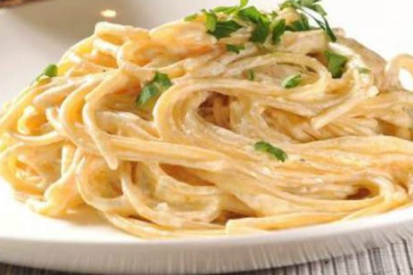 Ταλιατέλες Alfredo, με σκόρδο και κρέμα