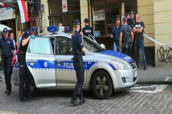 Συναγερμός έχει σημάνει στη Βαρσοβία: Άνδρας επιτέθηκε με μαχαίρι έξω από συναυλιακό χώρο! (photos-video)