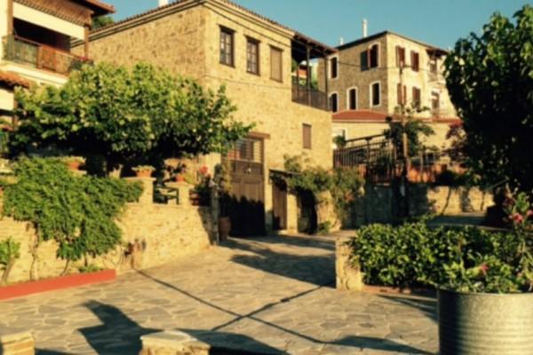 Αυτό είναι το ομορφότερο χωριό της Χαλκιδικής! Η ομορφιά του δεν υπάρχει...