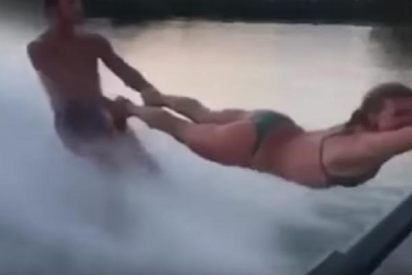 Επικό βίντεο! Άντρας χρησιμοποιεί γυναίκα σαν «σχοινί» για το water ski του!