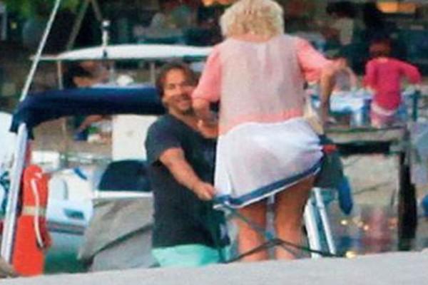 Άρχισαν τις εξορμήσεις Μενεγάκη και Παντζόπουλος! Που τους εντόπισε ο φωτογραφικός φακός με το σκάφος και τα παιδιά τους;