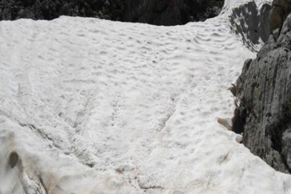 Υπάρχει ένα μέρος στην Ελλάδα που το χιόνι δεν λιώνει ποτέ, ακόμα και η θερμοκρασία φτάνει 40 βαθμούς!