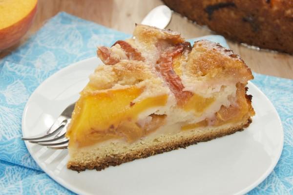 Περίσσεψαν ροδάκινα; Φτιάξτε το πιο νόστιμο κέικ με αυτά!