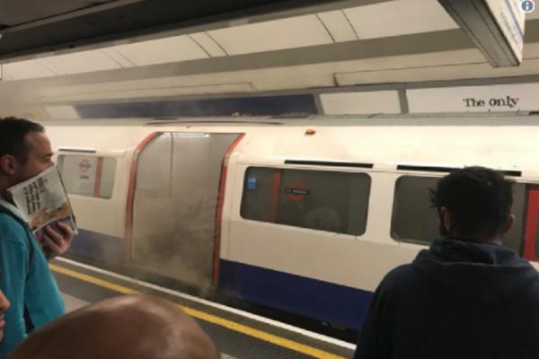 Πυρκαγιά ξέσπασε σε μετρό του Λονδίνου - Οι επιβάτες αναγκάστηκαν να το εγκαταλείψουν