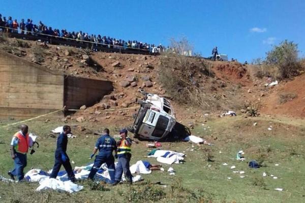 Τραγωδία στη Νότια Αφρική! Τουλάχιστον 18 νεκροί σε τροχαίο με μίνιμπας