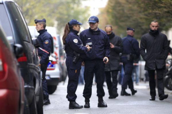 Συναγερμός στο Παρίσι - Όχημα έπεσε πάνω σε στρατιώτες