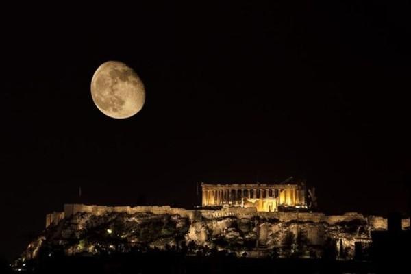 Αυτήν ακριβώς την ώρα θα απολαύσεις την μερική έκλειψη σελήνης το βράδυ της Δευτέρας!