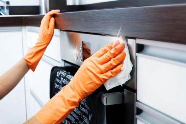 Πώς να καθαρίσεις εύκολα και γρήγορα τον φούρνο σου χωρίς να χρησιμοποιήσεις χημικά!