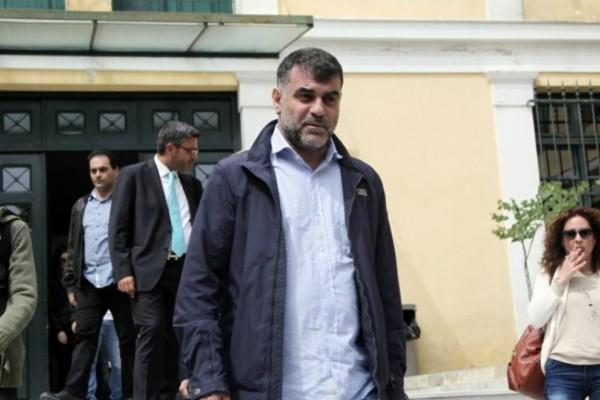 Ο εισαγγελέας ζήτησε την ενοχή του Κώστα Βαξεβάνη για συκοφαντική δυσφήμηση κατά της συζύγου του Στουρνάρα!