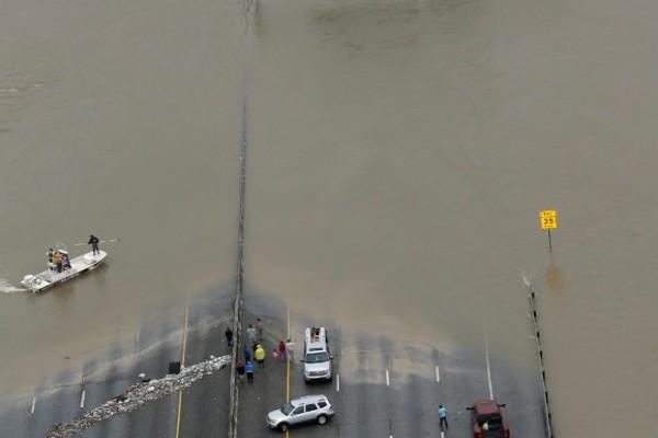 Ο τυφώνας Χάρβεϊ πίσω του το χάος στο Χιούστον- 33 νεκροί, τεράστιες ζημιές  (Photos)