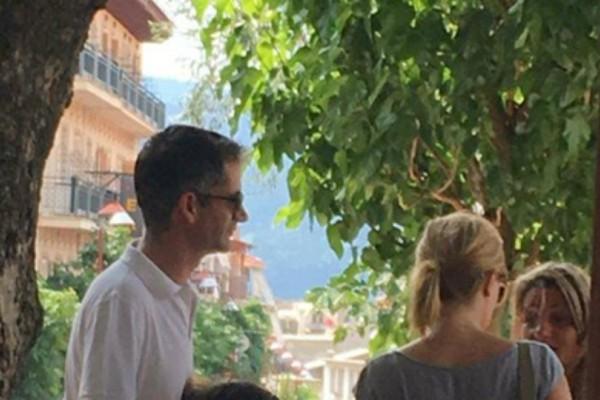 Καλοκαιρινή απόδραση για Κώστα Μπακογιάννη και Σία Κοσιώνη! Δείτε τις φωτογραφίες ντοκουμέντο από τις βόλτες τους στο Καρπενήσι!