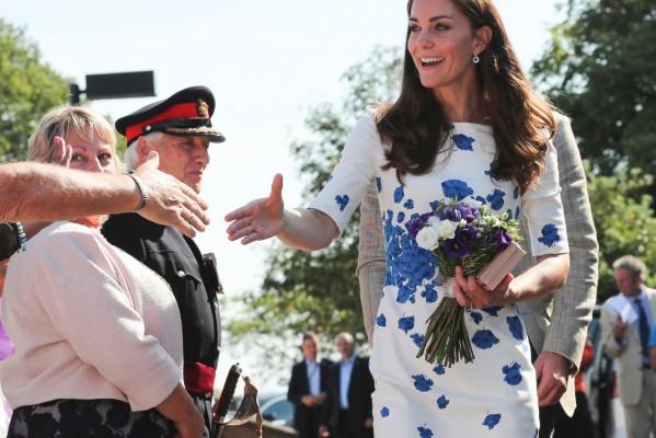 Γιατί απαγορεύεται η Kate Middleton να δίνει αυτόγραφα;