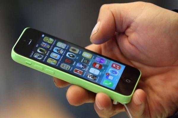 Εσείς έχετε αναρωτηθεί ποτέ ποιο είναι το καλύτερο αυτί για να μιλάς στο κινητό; - Ιδού η απάντηση!