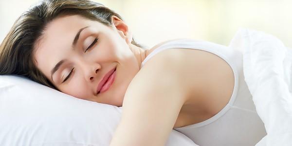 Γιατί μερικοί άνθρωποι μιλούν στον ύπνο τους;