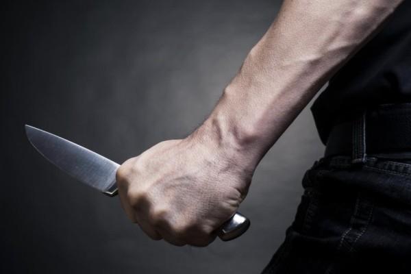Κρήτη: Μαχαίρωσε άγρια τη σύντροφό του μετά από καβγά! (video)