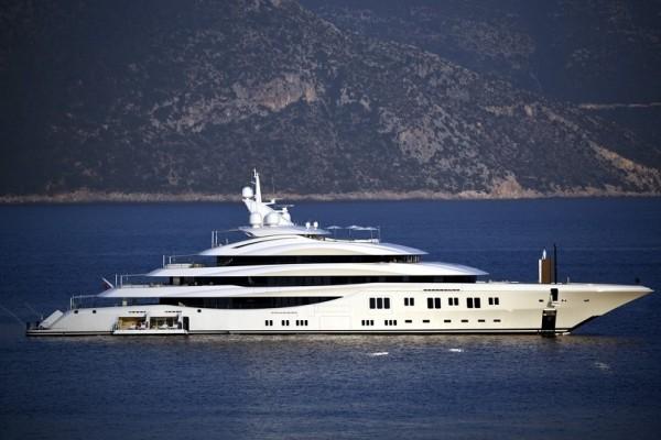 Στα ανοιχτά της Κεφαλονιάς η πολυτελής θαλαμηγός των 150.000.000 δολαρίων!