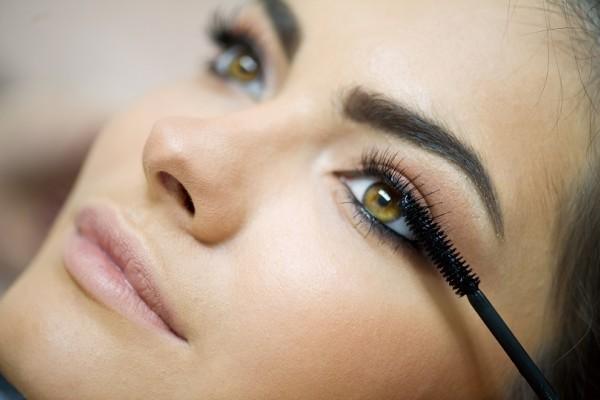 Αυτό είναι το τέλειο tip για να εφαρμόζει υπέροχα η μάσκαρα!